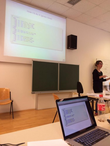 Magdalena Turska lecturing at Camp 2. Photo credit: Eveline Rutten